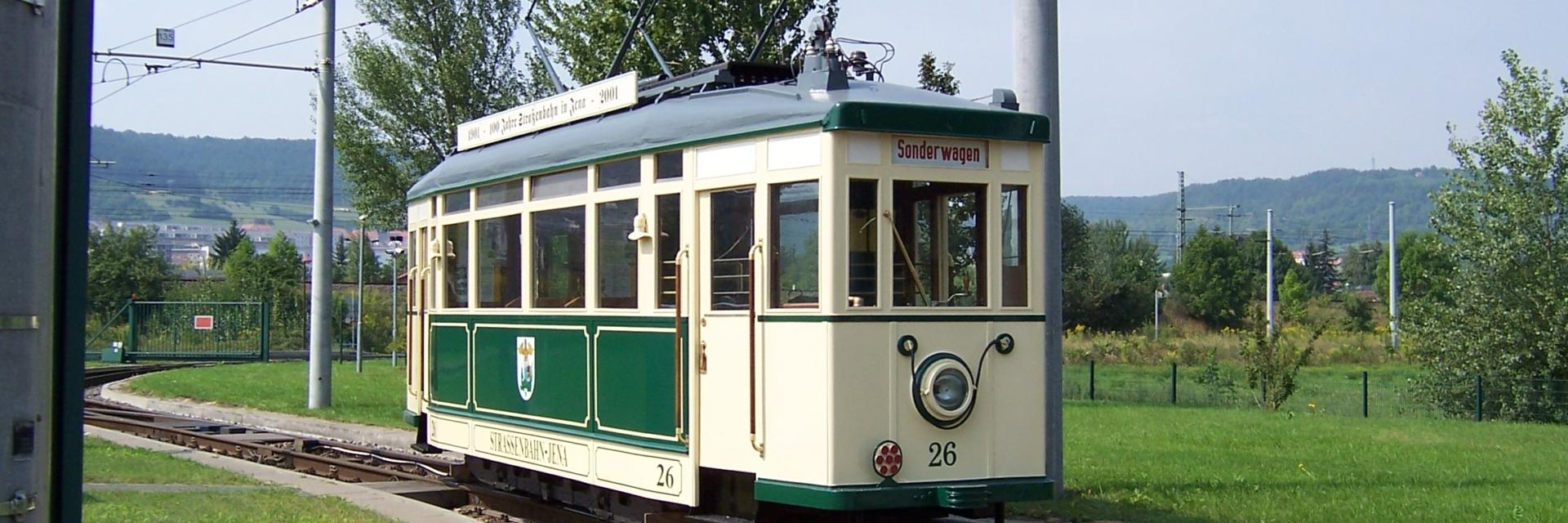 Sonderfahrt zur Stadtbesichtigung mit einer historischen Straßenbahn durch Jena © JenaKultur, Foto: Katrin Franke