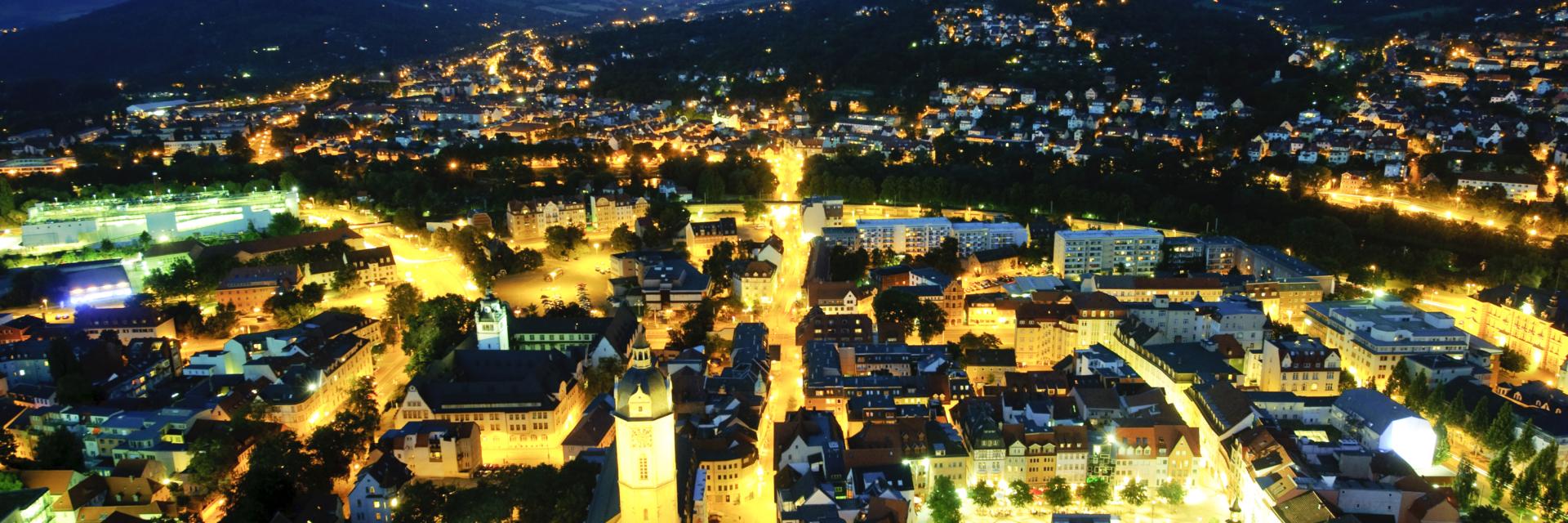 Traumhafter nächtlicher Ausblick vom JenaTower - Die Hotels in Jena machen manche Träume wahr