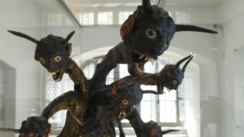 Skulptur des Siebenköpfigen Drachen im Stadtmuseum Jena - Die Sieben Wunder Jenas © JenaKultur, Foto: Toma Babovic