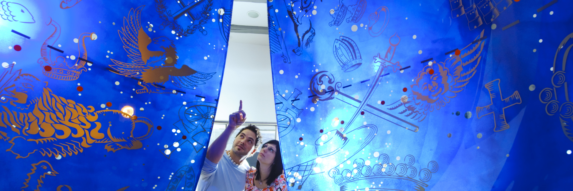 Besucher erkunden die Weigelsche Himmelskugel im Stadtmuseum - Aus der Vielfalt unserer Erlebnisangebote und Rahmenprogramme © JenaKultur, Foto: Andreas Hub