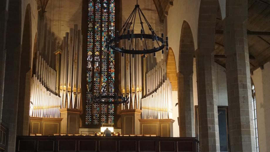 Innenansicht des Augustinerklosters mit Blick zur Orgel