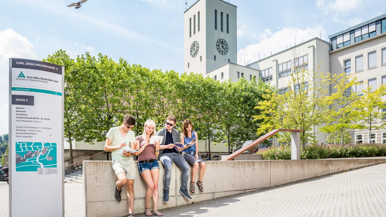 Studenten lernen auf dem Campus der Ernst-Abbe-Hochschule Jena © Ernst-Abbe Hochschule Foto: Sebastian Reuter