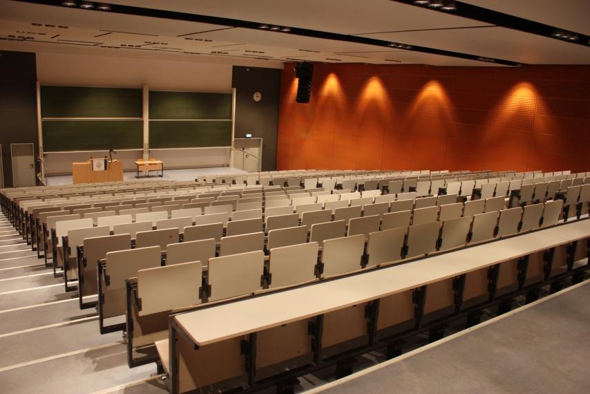 Leerer Hörsaal 2 der Friedrich-Schiller-Universität Jena - Campus am Ernst-Abbe-Platz © Friedrich-Schiller-Universität, Foto: Christian Berr