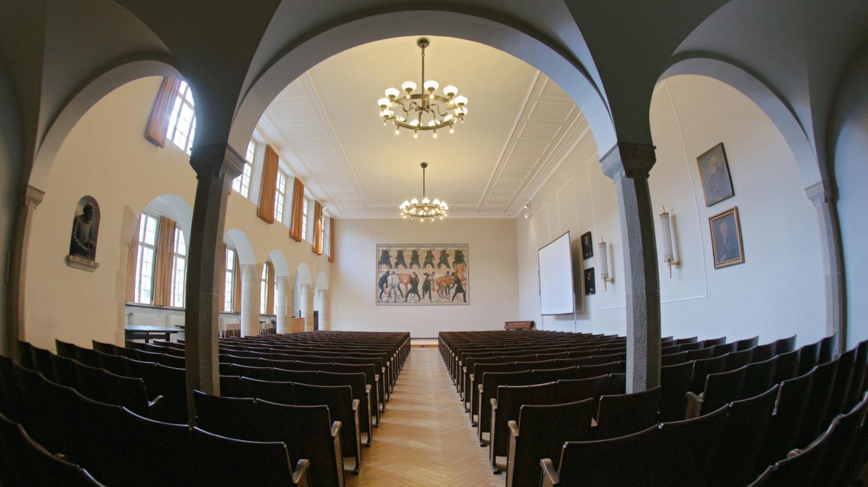 Ehrwürdige Aula der Universität Jena mit Bick zum Gemälde von Ferdinand Hodler