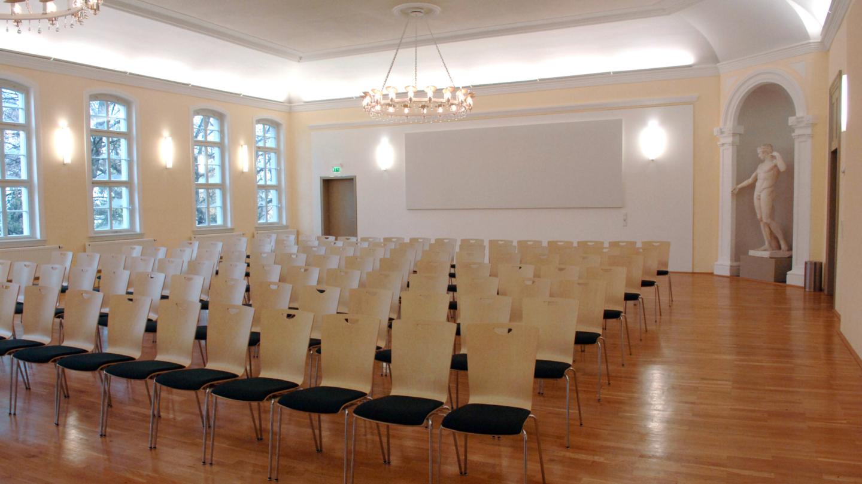 Reihenbestuhlung im festlichen Rosensaal der Universität Jena © Friedrich-Schiller-Universität, Foto: Peter Scheere