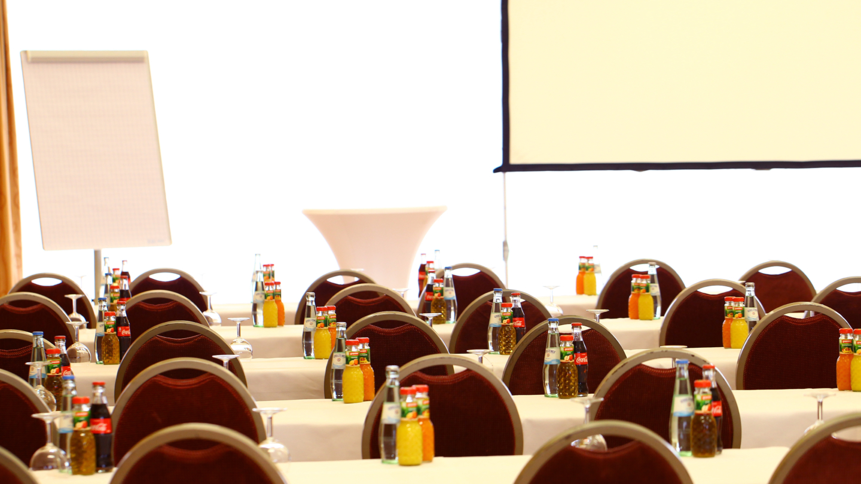 Tagungsraum mit Parlamentarischer Bestuhlung