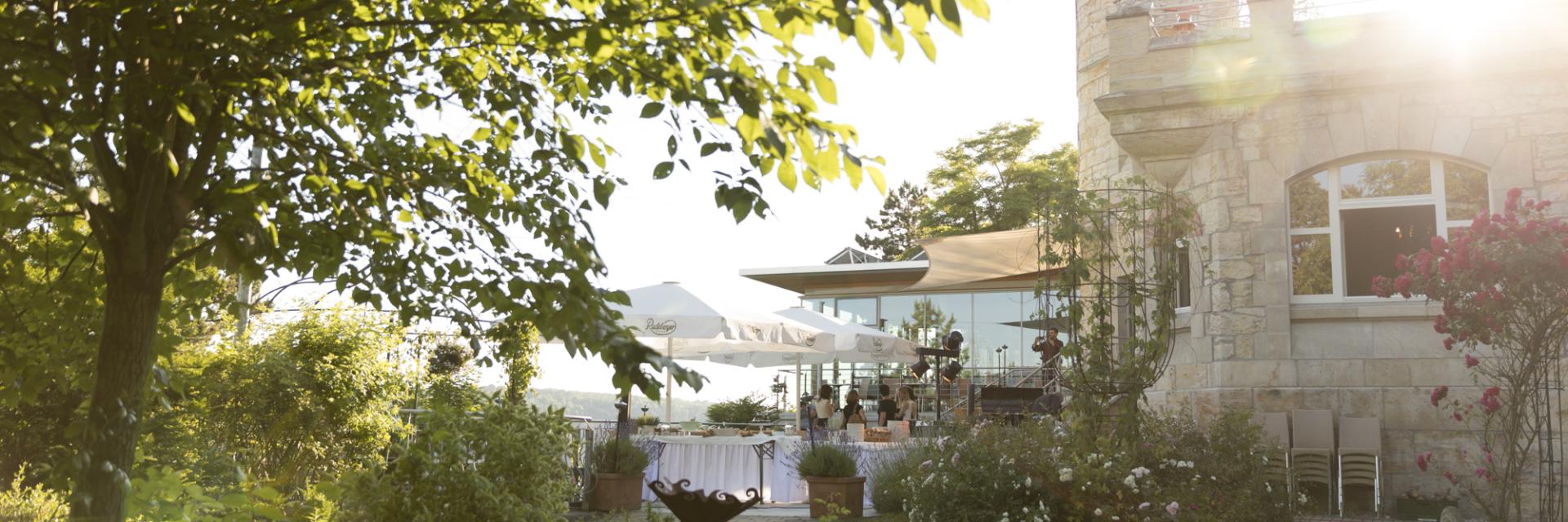 Restaurant am Landgrafen von außen bei Sonnenschein © Landgrafen Restaurant, Foto: Jan Birkenbeil