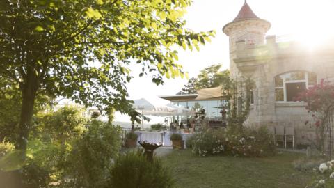 Restaurant am Landgrafen von außen bei Sonnenschein