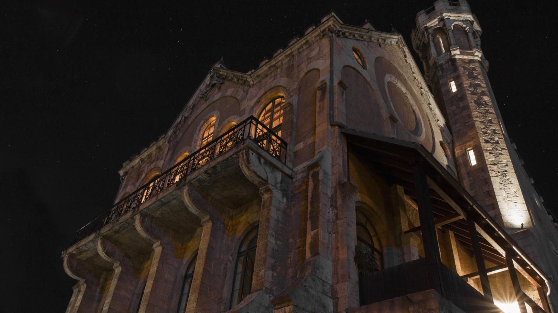 Nordost-Fassade des Normannenhauses bei Nacht © Normannenhaus, Foto: Dennis Kerzig