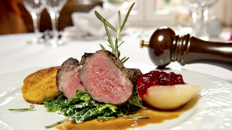 Liebevoll angerichtete Hauptspeise des Restaurants im Hotel Schwarzer Bär