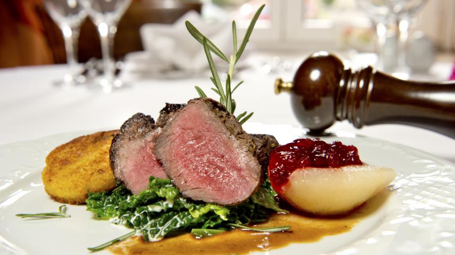 Liebevoll angerichtete Hauptspeise des Restaurants im Hotel Schwarzer Bär © Hotel Schwarzer Bär, Foto: Arlene Knipper