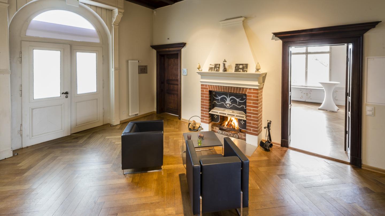 Kaminzimmer in der Villa Rosenthal mit gemütlichen Sesseln © JenaKultur, Foto: Andreas Hub