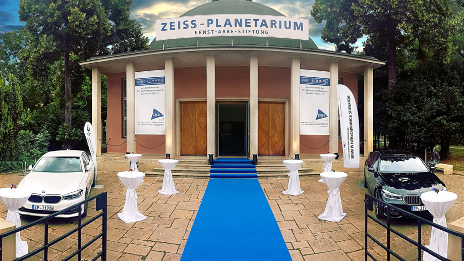 Traumhafte 360°: Haupteingang des Zeiss-Planetariums Jena von außen © Zeiss-Planetarium, Foto: W. Don Eck.
