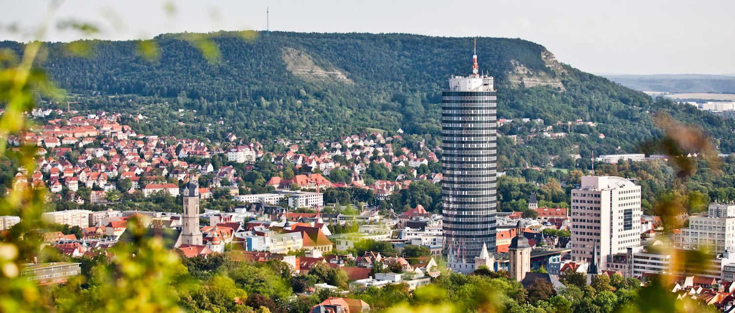 Blick vom Landgrafen auf Jena und JenTower - Hier gibt es Räumlichkeiten zum Tagen und Feiern © Stadt Jena, Foto: Jens Hauspurg