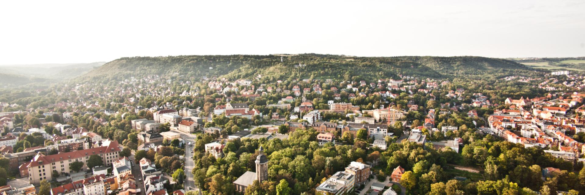 Sonniger Blick auf die Tagungsstadt Jena © Stadt Jena, Foto: Jens Hauspurg