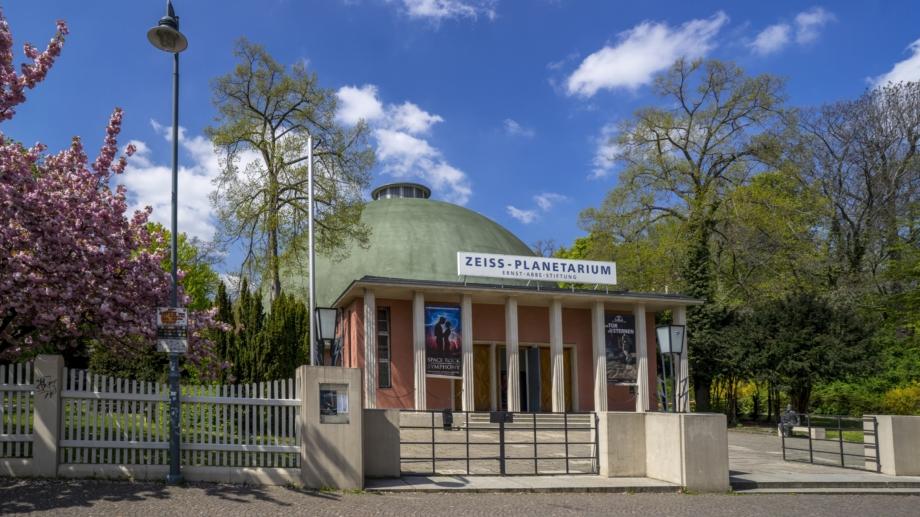 Das Zeiss-Planetarium Jena - Die Außenansicht der Kuppel © JenaKultur, Foto: Christian Häcker