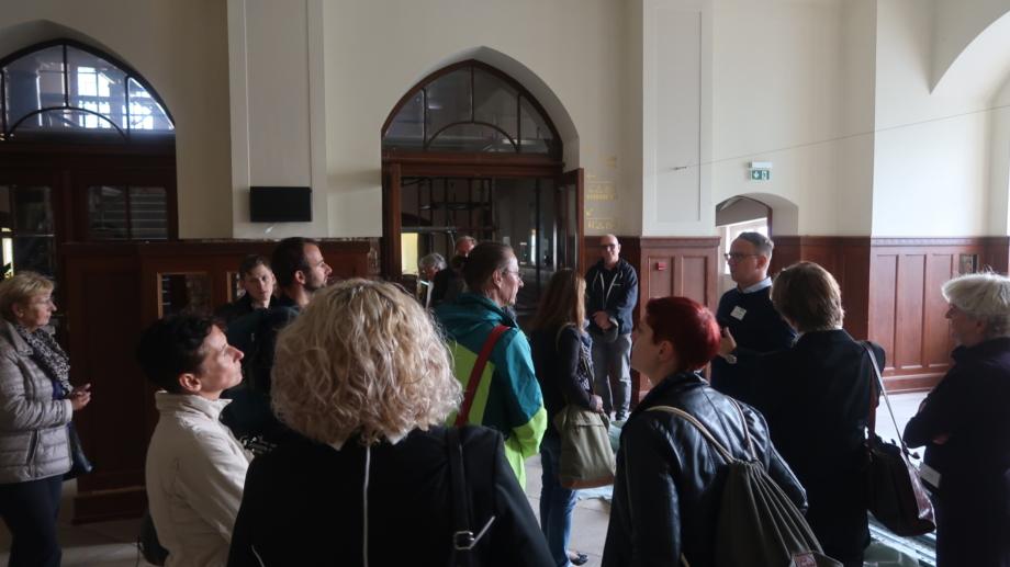 Teilnehmer der Tagungsallianz Jena bei einer Führung zum Sanierungsstand durch das Volkshaus