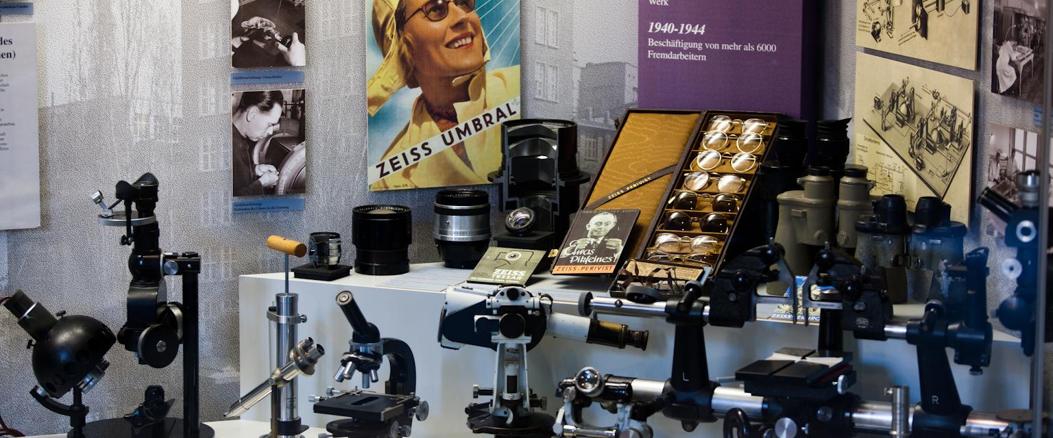 Stadtführung Jena - Carl Zeiss, Ernst Abbe und Otto Schott - Mikroskop © Stadt Jena, Foto: Jens Hauspurg