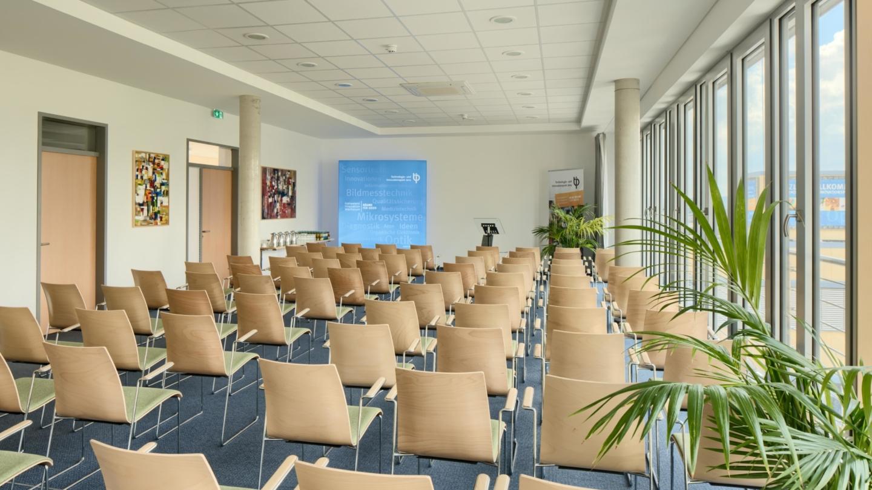 Konferenzraum 2 mit Reihenbestuhlung im TIP am EAH Campus