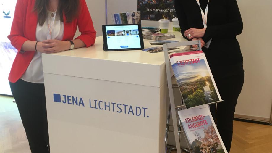 Das Team vom Jena Convention Bureau am Stand der Messe LOCATIONS Mitteldeutschland © JenaKultur, Foto: Jörg Märzdorf