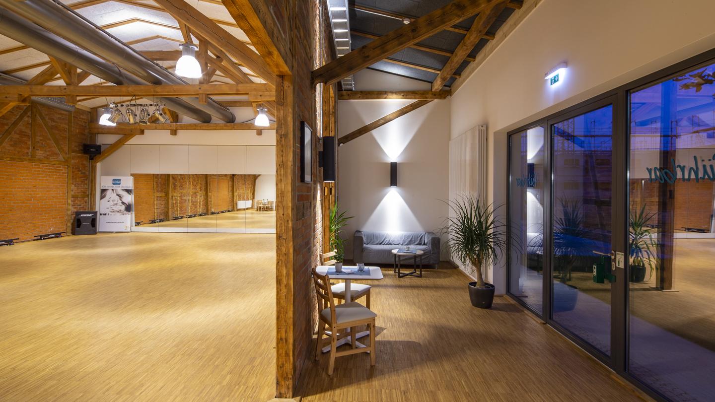 Saal der Tanzschule führbar, Saalseite 1 mit Blick in Vorraum ©Tanzschule führbar, Foto: Christoph Beer