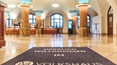 Herzlich Willkommen - Eingangsbereich im Volkshaus Jena