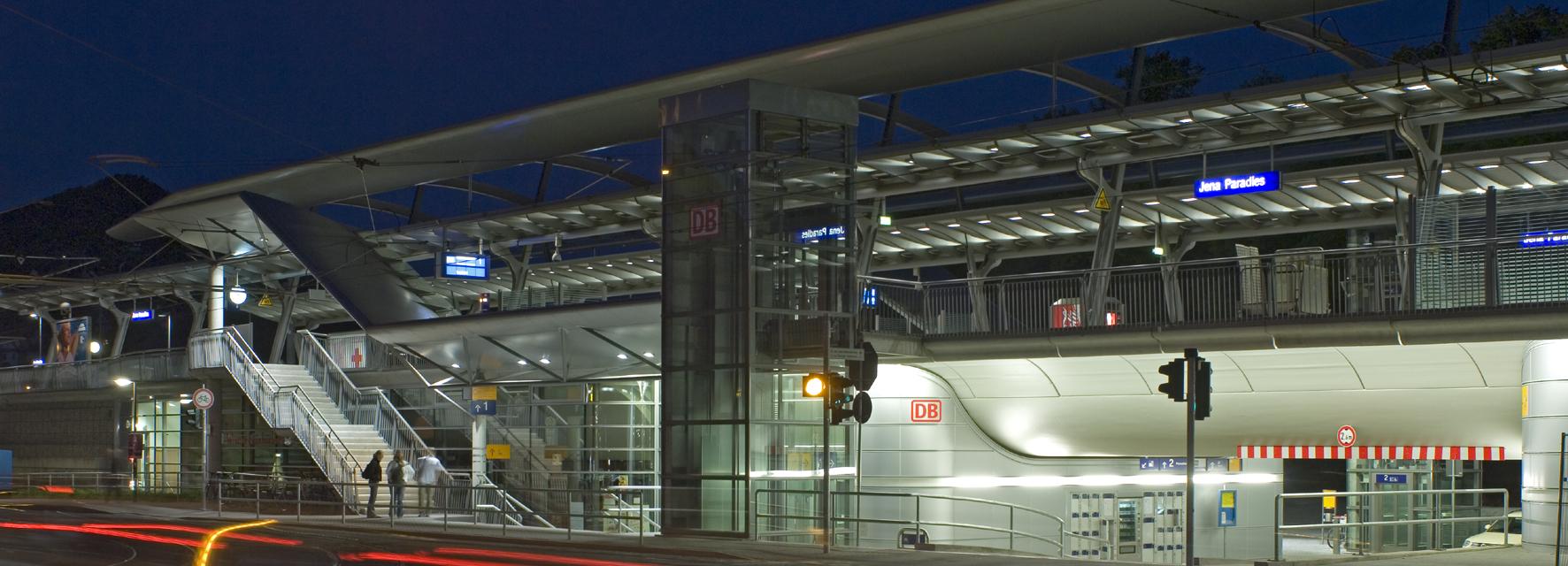 Nächtlicher Bahnhof Jena-Paradies