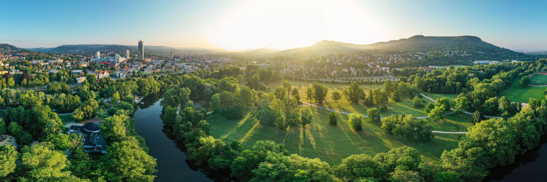 Paradiespark mit Saalelauf von oben